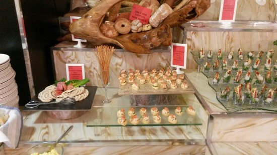 Red Hot World Buffet and Bar: Canapes