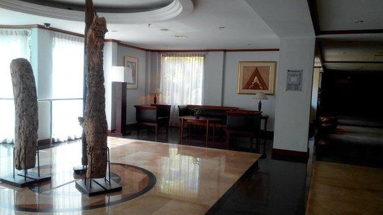 Hotel Novotel Batam: Lift Lobby on 3rd floor