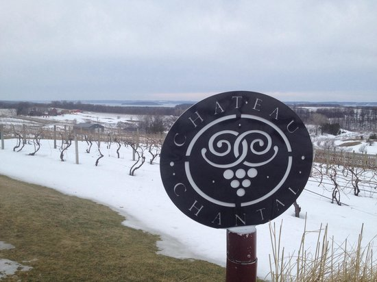 Chateau Chantal Winery and Inn : Outdoor view near the wine tasting entrance.