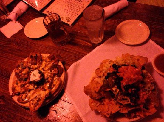 McGuire's Irish Pub: Nachos and potato skins