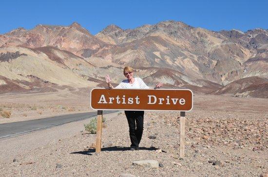 Artist's Drive : marker to artist drive