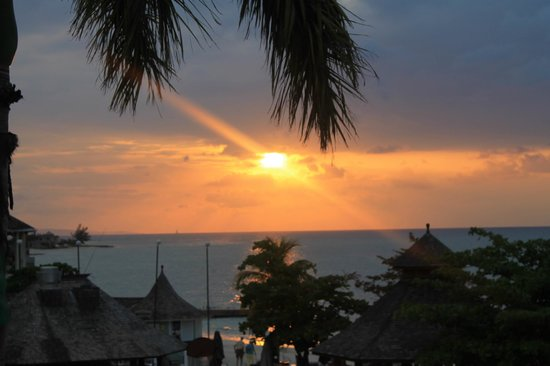 Sandals Montego Bay: Sun going down, 2nd floor, Palms Bldg.