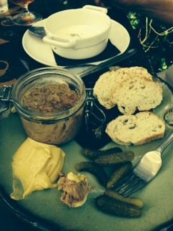 Bistro Sole: Chicken Pate with bread, gerkins and authentic French mustard