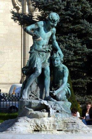 Vigado Square (Vigado ter): Vigado Square - bronze statue and fountain