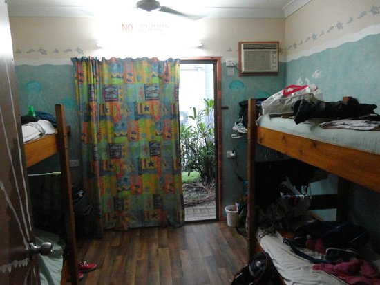 Backpackers by the Bay : Dorm