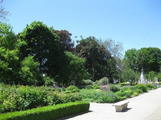 Casa Loma: Gardens outside the castle
