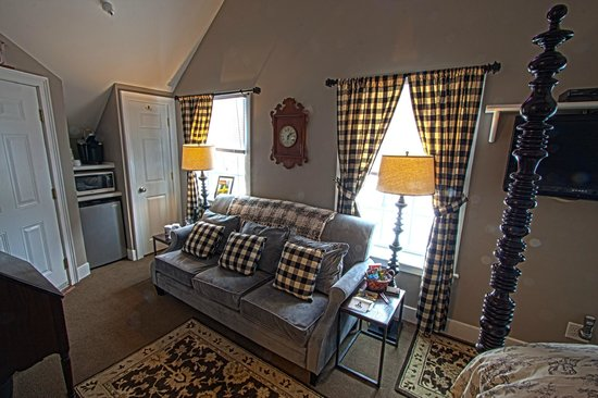 Phineas Swann Bed and Breakfast Inn: The Terrier Suite has contemporary design and flair