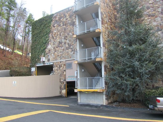 Greystone Lodge On the River: Parking garage entrance- family suite 176 is right inside the garage