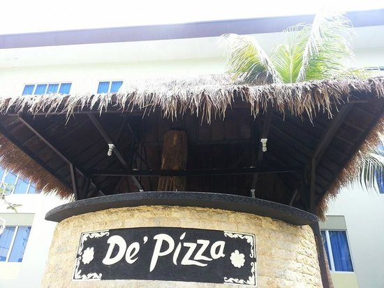 Aston Tanjung Pinang Hotel and Conference Center: de Pizza pool bar (although it was never open when i used the pool)