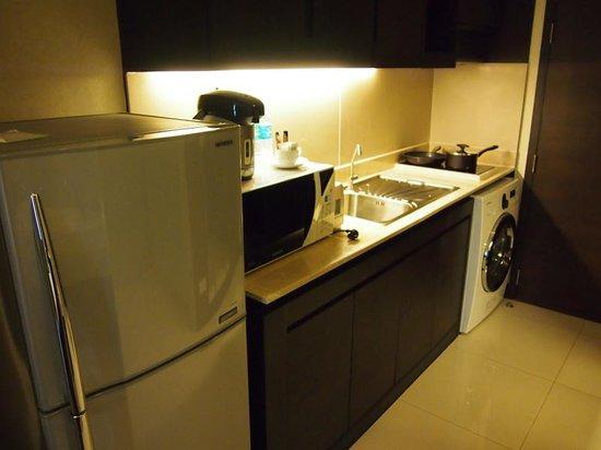 Jasmine Resort Hotel: 洗濯機とキッチン