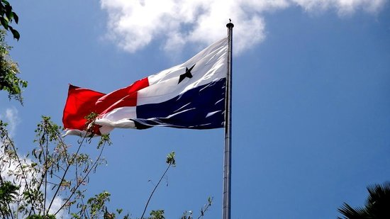 Ancon Hill: Bandera en la cima