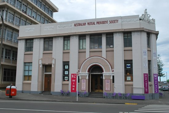 Mission B & B on the Avenue : One of the many Art Deco buildings in Napier