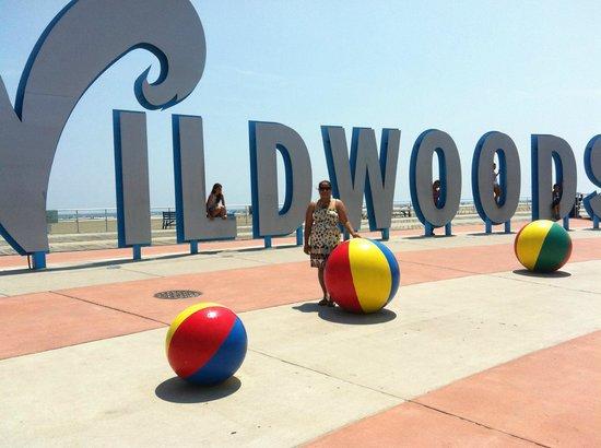 Acacia Beachfront Resort: main entrance at wildwood beach