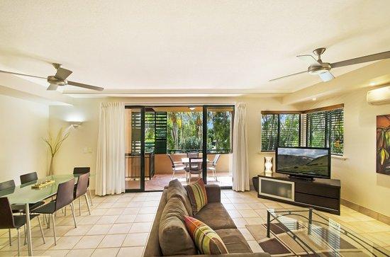 Bermuda Villas: Typcal Lounge / Dining / Verandah