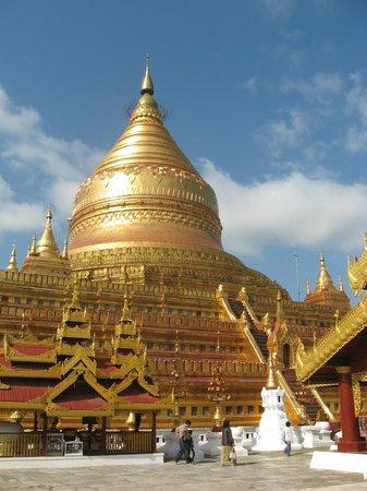 Pagoda Shwezigon: The Golden Stupa of Shwezigon Paya.