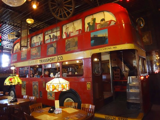 Clara's Pizza King: Eat in the bus!