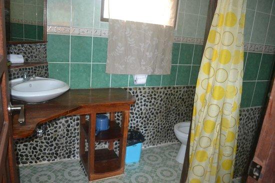 Coral Bay Resort: salle de bain