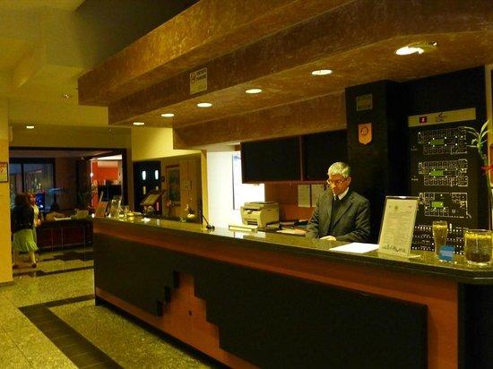 Comtur Hotel : フロント