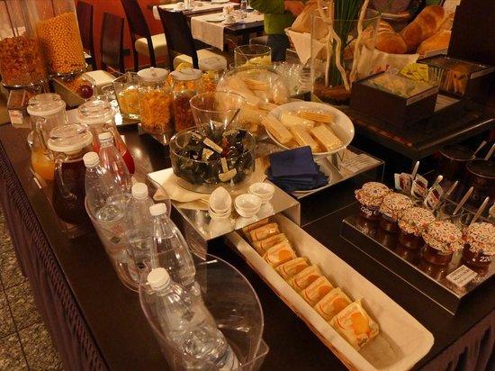 Comtur Hotel : 朝食-2