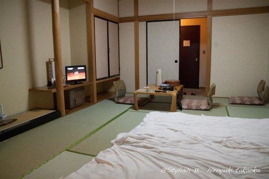 Kinkiyu Hotel : 同じ広さですが両親の泊まった隣の部屋のほうが高級感ありました。