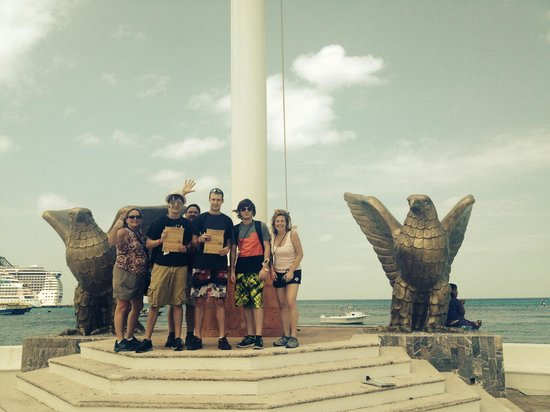 The Amazing Cozumel Race: Getting Clues!