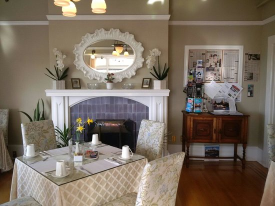 Dashwood Manor Seaside Bed and Breakfast Inn: Breakfast room