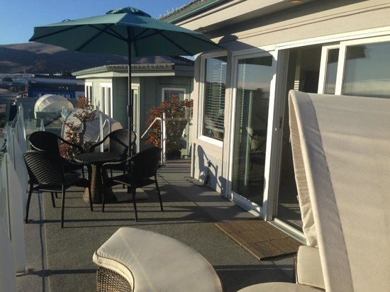Pier View Suites: Our private deck