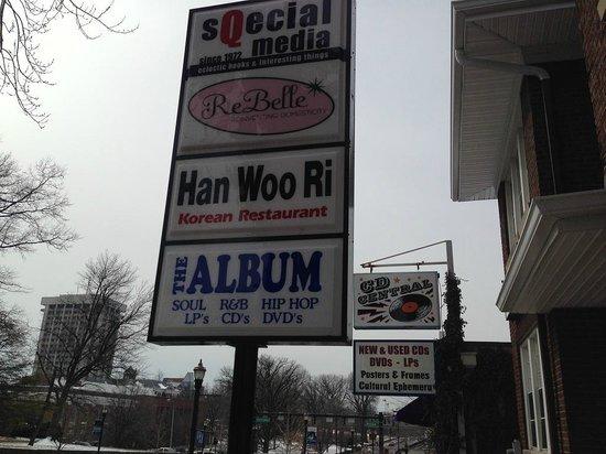 Han Woo Ri: 店前の看板
