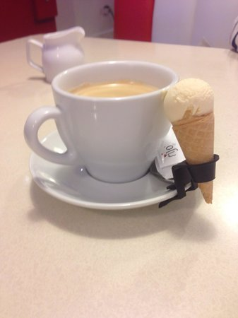 Lickety Split Creamery & Juice Bar: Love the mini cones