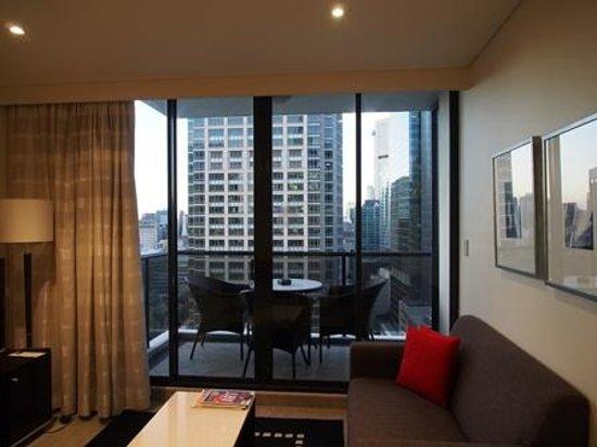 Meriton Serviced Apartments Pitt Street : Living area