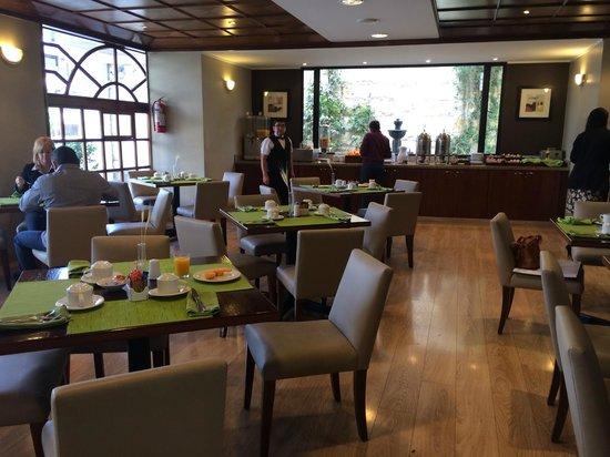 Hotel Reina Isabel : mesa do café da manhã