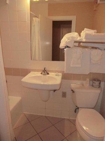 Cumberland Falls State Resort - Dupont Lodge : #214