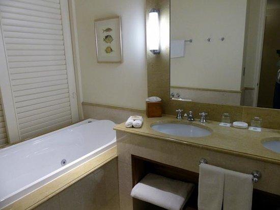 Pullman Reef Hotel Casino: Superior Room Bathroom