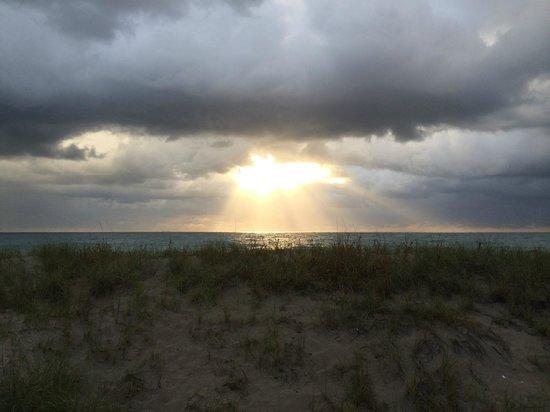 Tropic Seas Resort: Stormy sunrise
