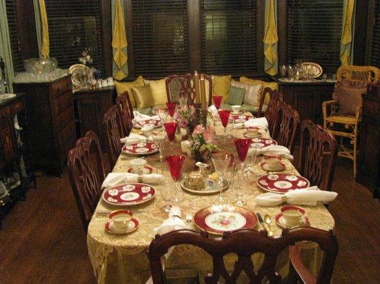 Cobb Lane Bed & Breakfast: Dining Room