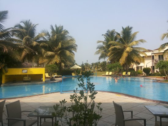 Royal Orchid Beach Resort & Spa, Goa: pool view from the lobby