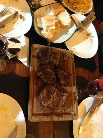 El Boliche de Alberto: Yummy steaks!