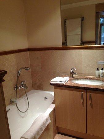 Oude Werf Hotel: Banheiro 1