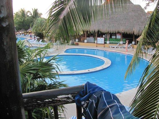 Iberostar Cozumel : Pool Area looking towards galley