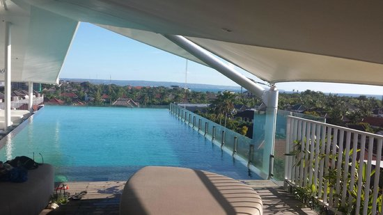 Ize Seminyak: Roof top pool