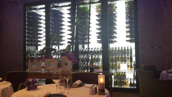 Le Park 45: La cave à vin