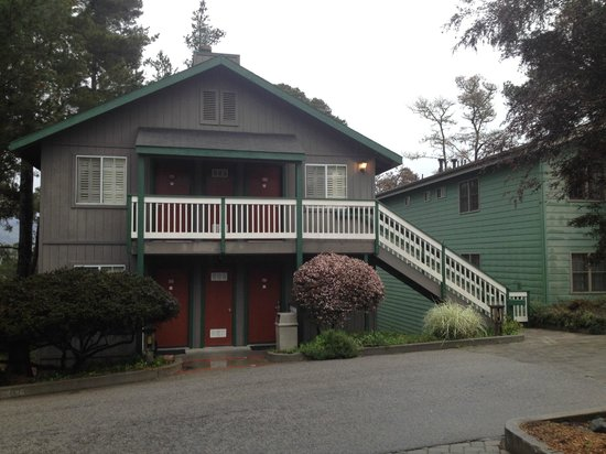Cambria Pines Lodge : Four unit cottage in rear of property