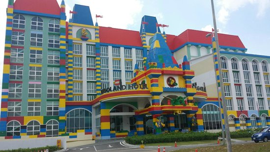 Legoland Hotel - main entrance - Picture of Legoland Malaysia Resort ...