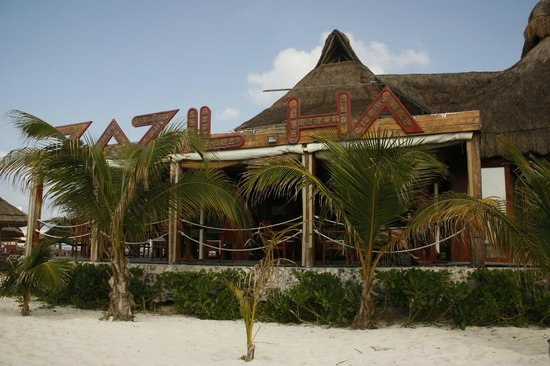 Na Balam Beach Hotel: Looking back at the restaurant from the beach