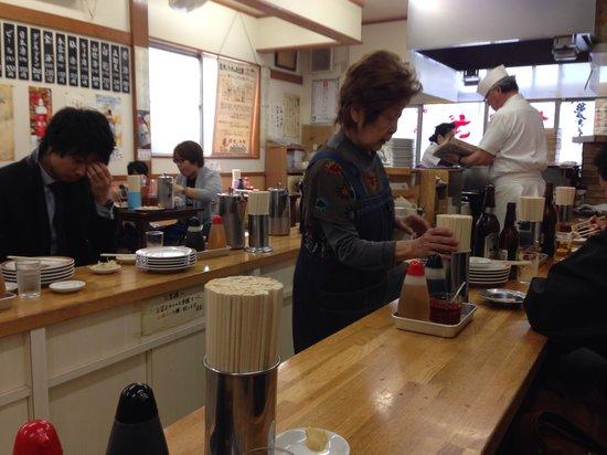 Kameido Gyoza Honten: 店内