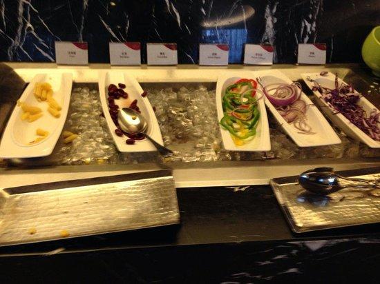 Crowne Plaza Shanghai Xiayang Lake Hotel: The worst breakfast