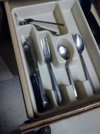 Extended Stay America - Cincinnati - Fairfield: basic utensils