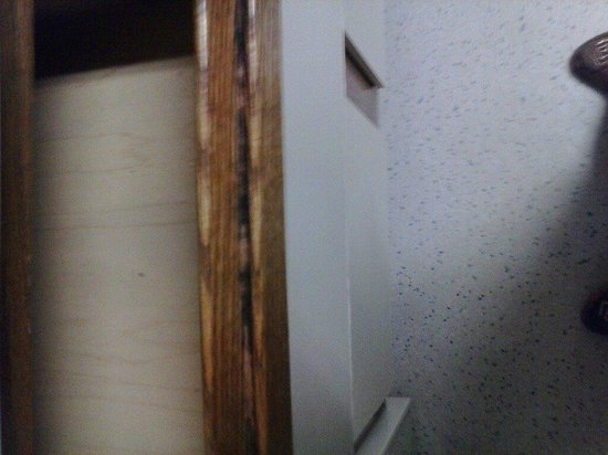 Extended Stay America - Cincinnati - Fairfield: drawer ridge with gunk in it