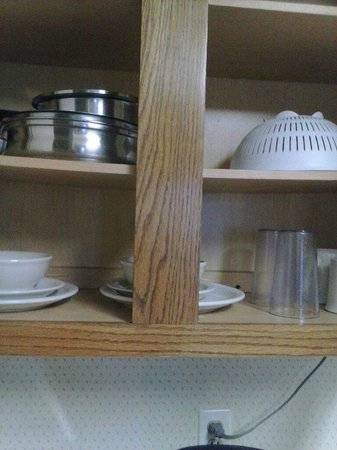 Extended Stay America - Cincinnati - Fairfield: Kitchen supplies