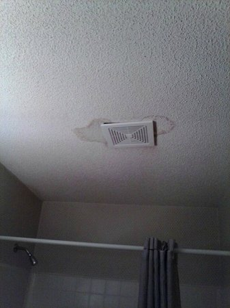 Extended Stay America - Cincinnati - Fairfield: first room ceiling leak